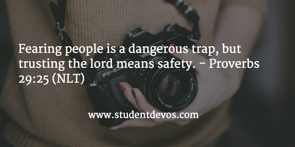 daily-devotion-fearing-people-pleasing